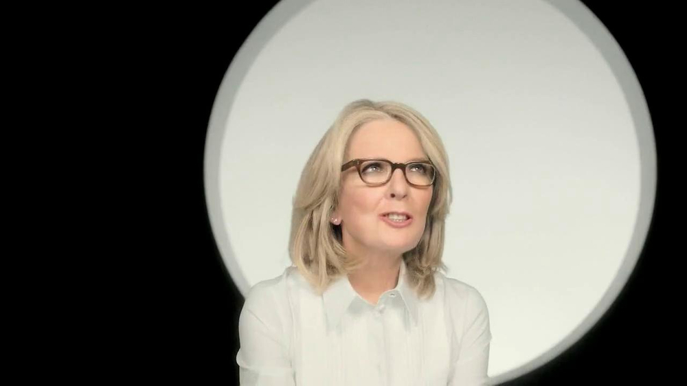 L'Oreal Paris Age Perfect Glow Renewal TV Spot Featuring Diane Keaton - Screenshot 6