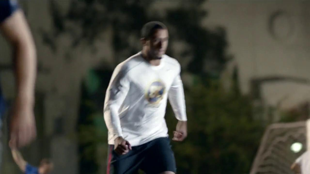 SK Energy TV Spot Con Colin Kaepernick [Spanish] - Screenshot 5