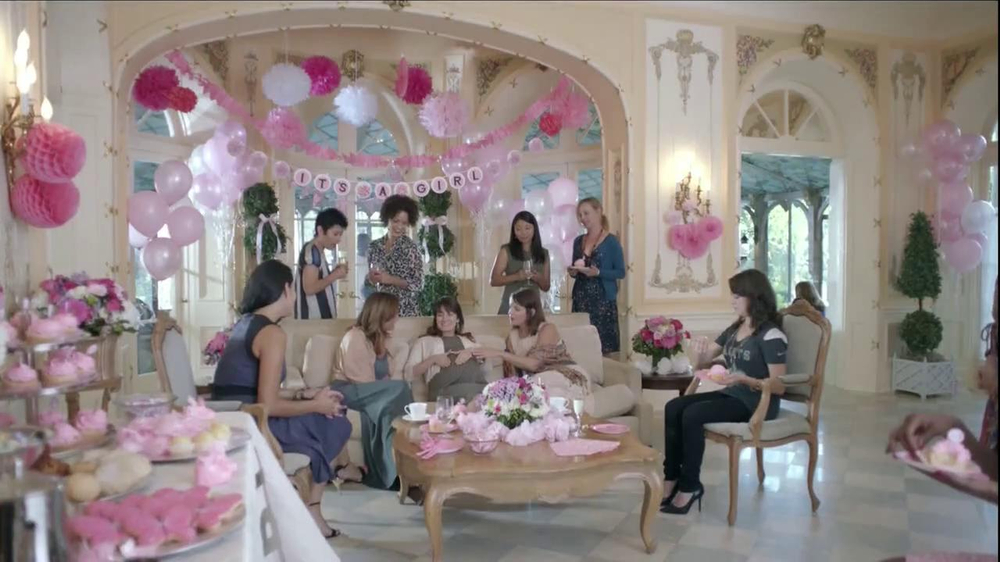 Verizon NFL Mobile TV Spot, 'Baby Shower' [Spanish] - Screenshot 1