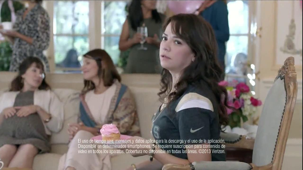 Verizon NFL Mobile TV Spot, 'Baby Shower' [Spanish] - Screenshot 2