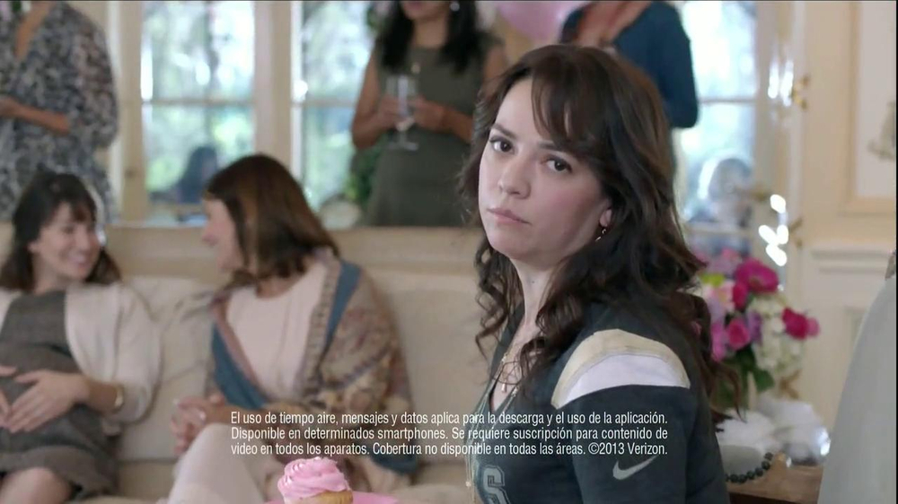 Verizon NFL Mobile TV Spot, 'Baby Shower' [Spanish] - Screenshot 3