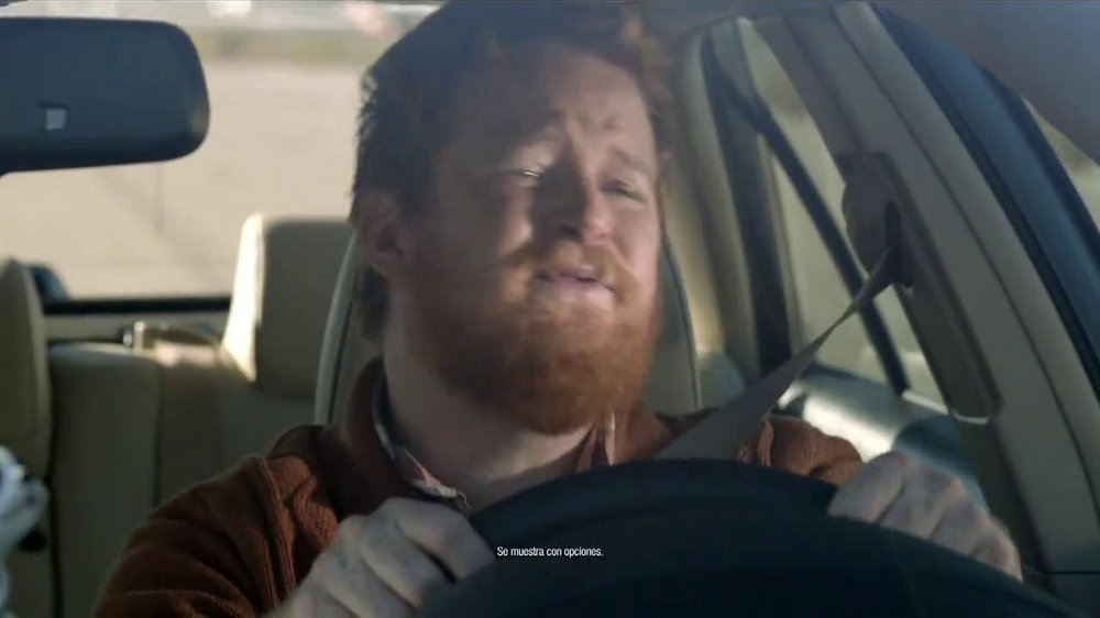 2014 Toyota Camry TV Spot, 'Maneja en Voz Alta' [Spanish] - Screenshot 1