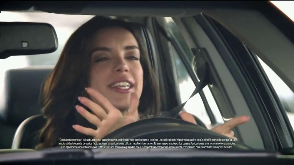 2014 Toyota Camry TV Spot, 'Maneja en Voz Alta' [Spanish] - Screenshot 6