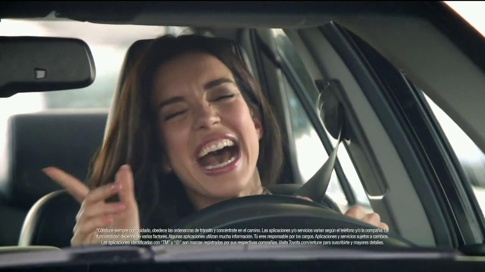 2014 Toyota Camry TV Spot, 'Maneja en Voz Alta' [Spanish] - Screenshot 7