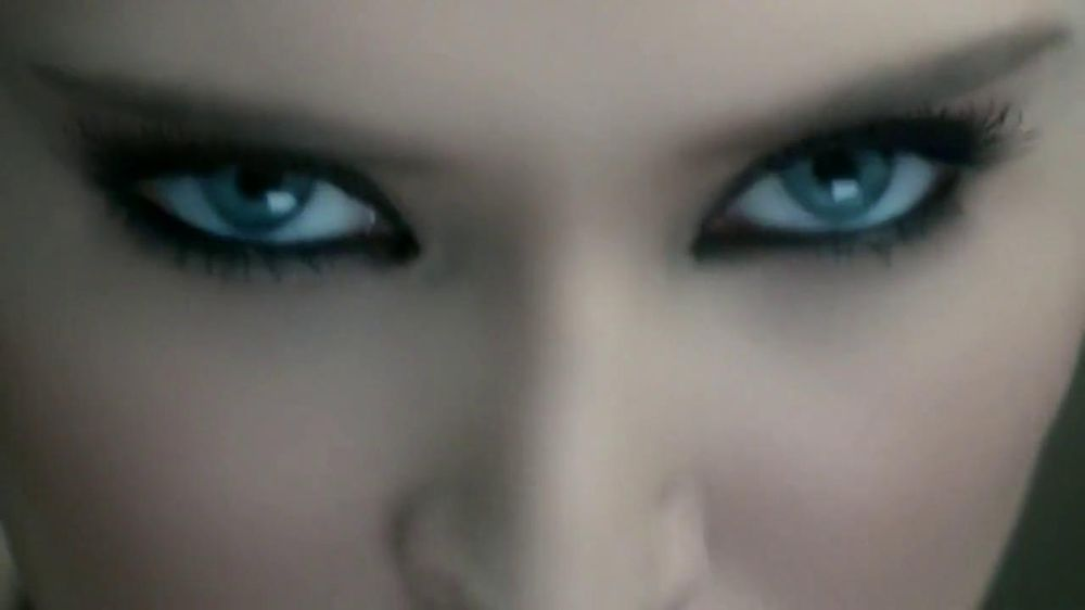 L'Oreal Paris Voluminous Butterfly Mascara TV Spot - Screenshot 9