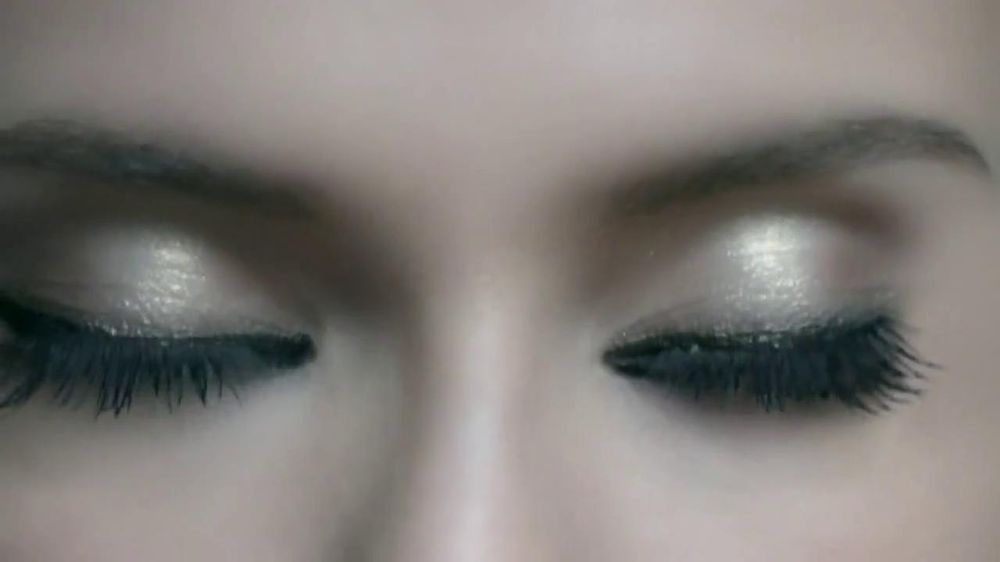 L'Oreal Paris Voluminous Butterfly Mascara TV Spot - Screenshot 6