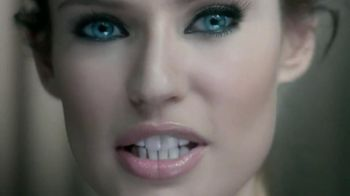 L'Oreal Paris Voluminous Butterfly Mascara TV Spot - Thumbnail 3