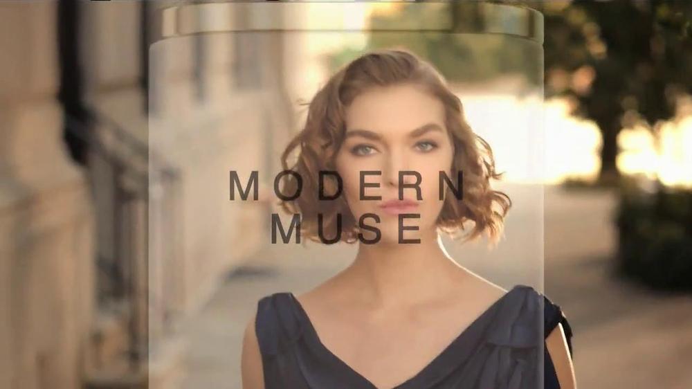 Estee Lauder Modern Muse TV Spot, 'Be an Inspiration' Song by Bruno Mars - Screenshot 2
