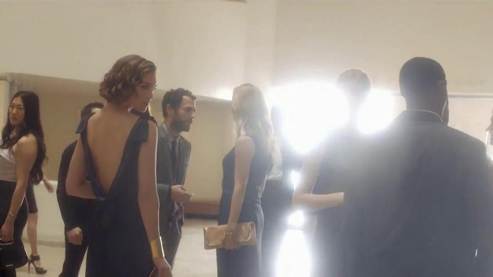 Estee Lauder Modern Muse TV Spot, 'Be an Inspiration' Song by Bruno Mars - Screenshot 5