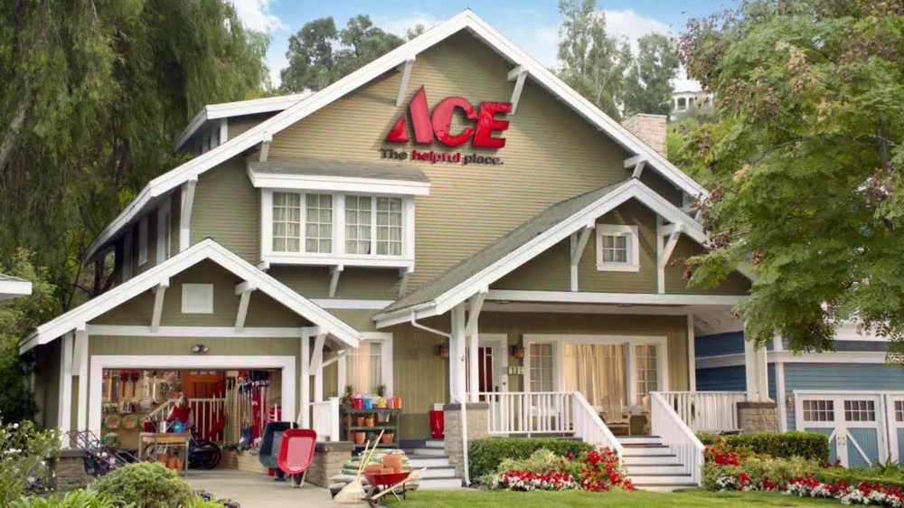 ACE Hardware TV Spot, 'Bird Food and Air Filters' - Screenshot 1
