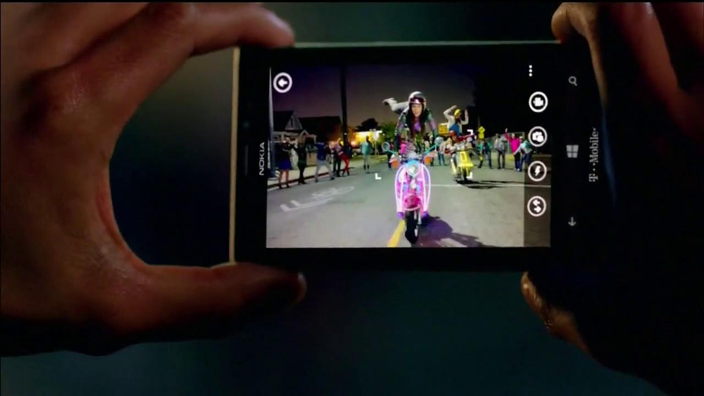 Microsoft Windows Nokia Lumia 925 TV Spot, 'Photos' Song by Cults - Screenshot 5