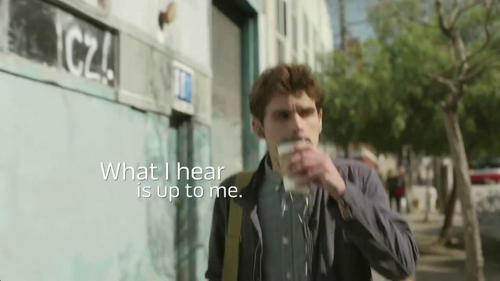 Bose QuietComfort 20 TV Spot, Song by Leagues - Screenshot 5
