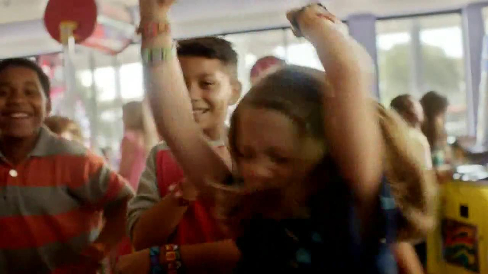 Chuck E. Cheese's Wristbands TV Spot, 'Free Birds' - Screenshot 4