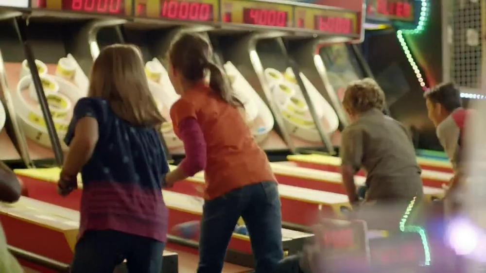 Chuck E. Cheese's Wristbands TV Spot, 'Free Birds' - Screenshot 5