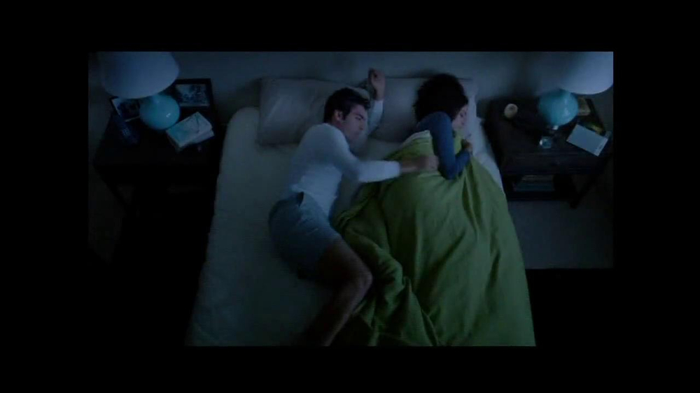 Sleep Number Dual Temp TV Spot, 'Too Hot or Too Cool' - Screenshot 1