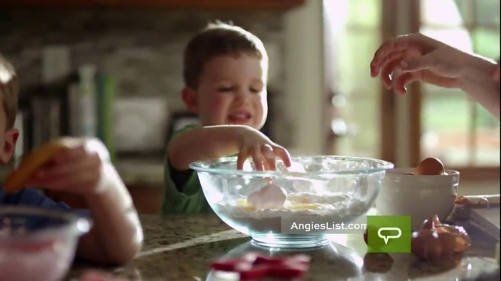 Angie's List TV Spot, 'Working Mom' - Screenshot 1