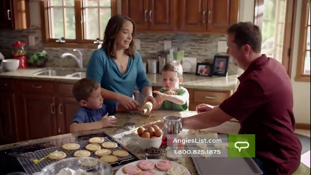 Angie's List TV Spot, 'Working Mom' - Screenshot 2