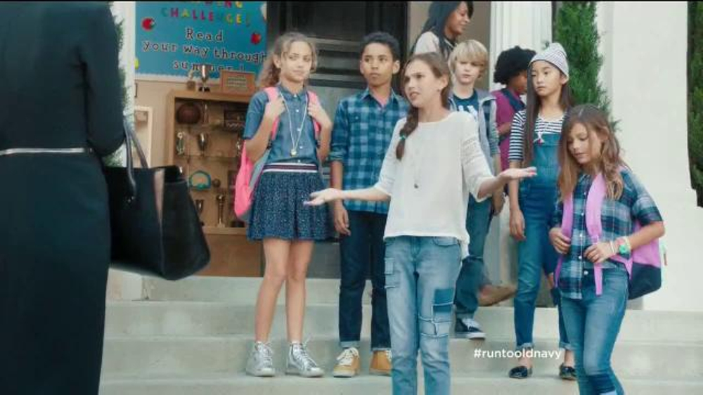 Old navy tv spot 39 school picture day 39 featuring julia for Where did julia louis dreyfus go to college
