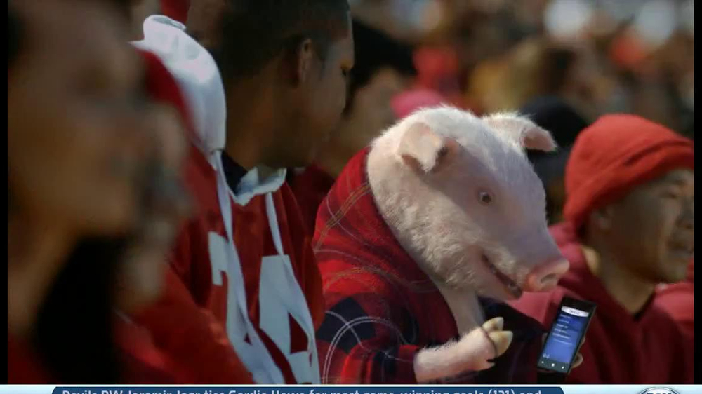 Geico App TV Spot, 'Pig in a Blanket' - Screenshot 4