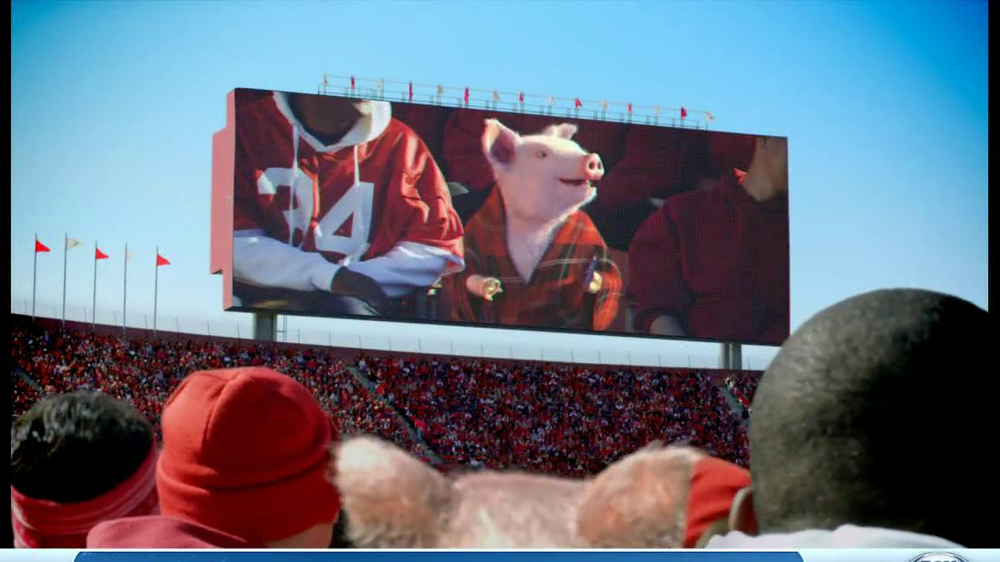 Geico App TV Spot, 'Pig in a Blanket' - Screenshot 8