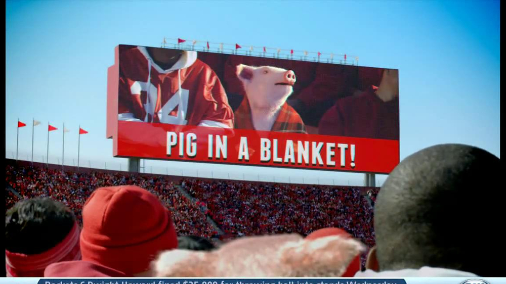 Geico App TV Spot, 'Pig in a Blanket' - Screenshot 9
