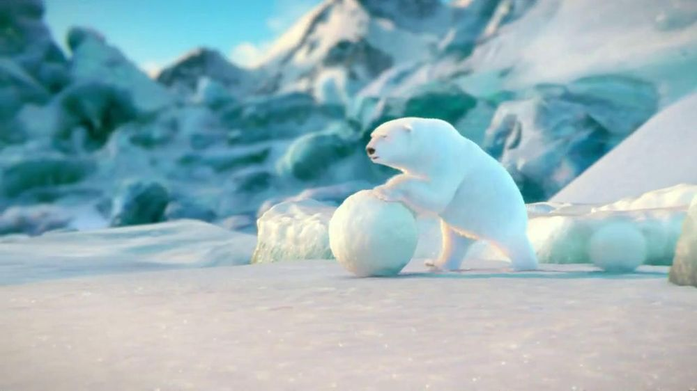 Coca-Cola 2014 Holiday TV Spot, 'Snow Polar Bear' - Screenshot 1