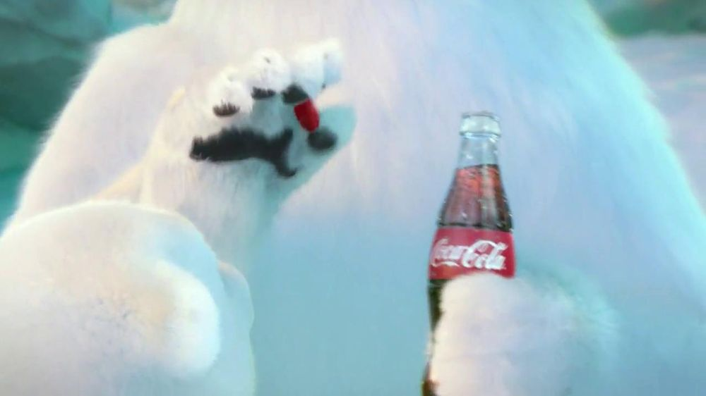 Coca-Cola 2014 Holiday TV Spot, 'Snow Polar Bear' - Screenshot 7