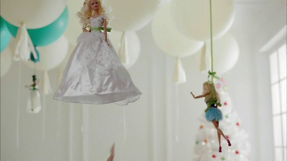 Target TV Spot, 'Floating' - Screenshot 4
