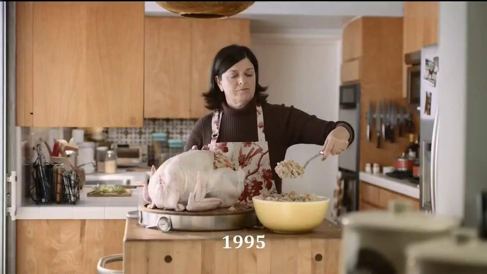 Pizza Hut 3 Cheese Stuffed Crust TV Spot, 'Stuffed Turkey' - Screenshot 1
