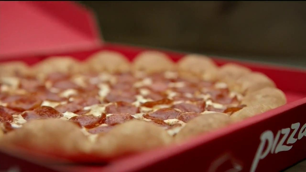 Pizza Hut 3 Cheese Stuffed Crust TV Spot, 'Stuffed Turkey' - Screenshot 8