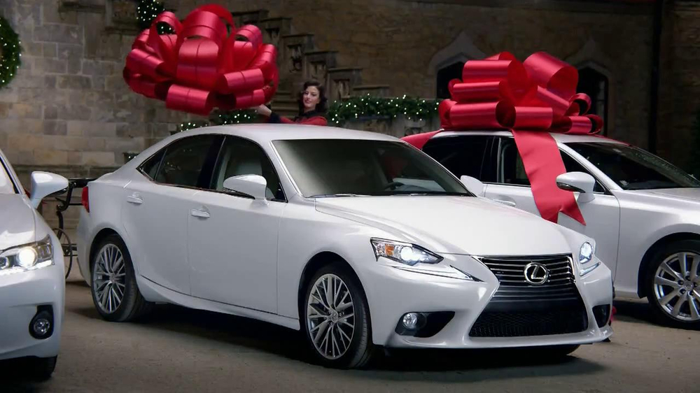 Lexus December to Remember TV Spot, 'Bow Precision' - Screenshot 9