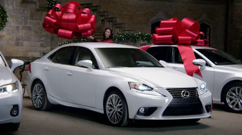 Lexus December to Remember TV Spot, 'Bow Precision' - Thumbnail 9