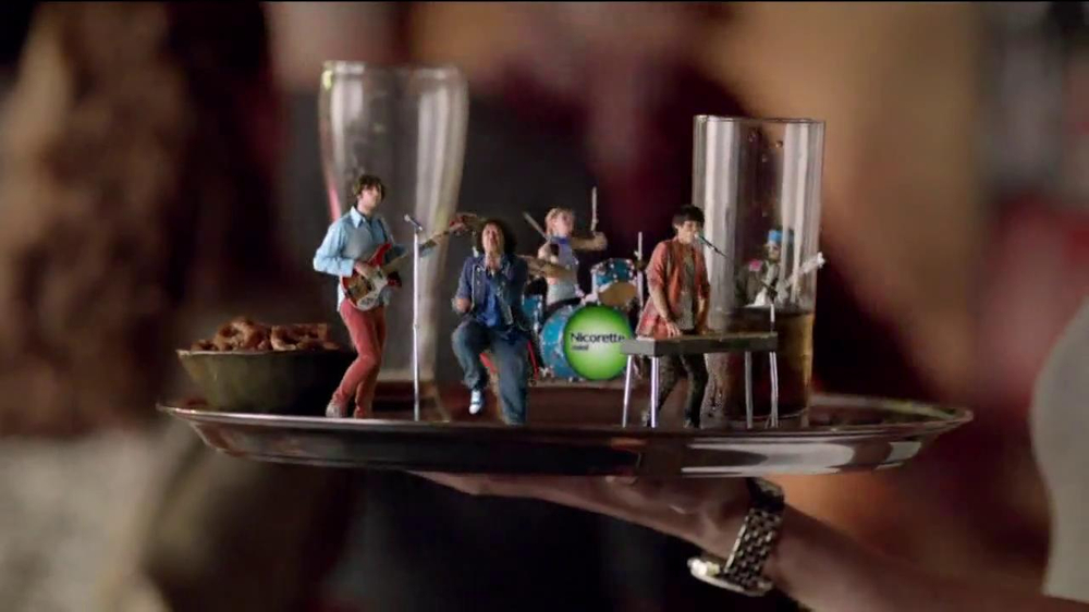 Nicorette Mini TV Spot, 'At the Bar' - Screenshot 6