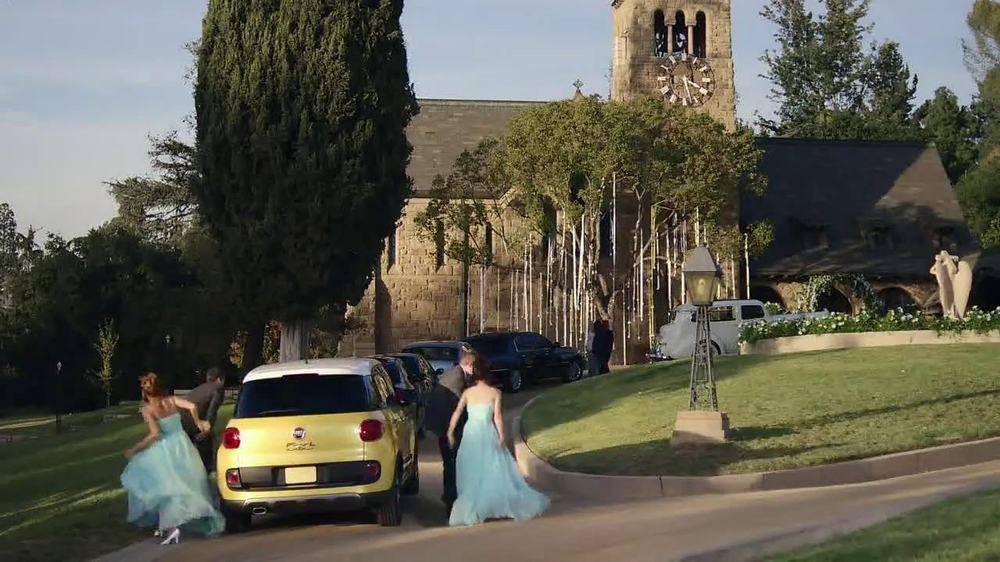 FIAT 500L TV Spot, 'Wedding' - Screenshot 8