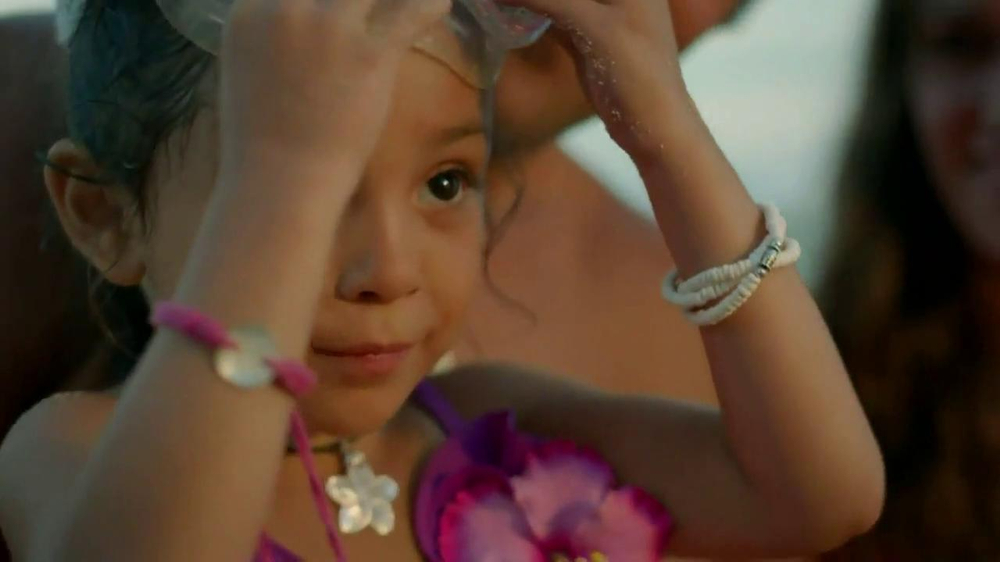 Disney Aulani TV Spot, 'A Whole New World' - Screenshot 9