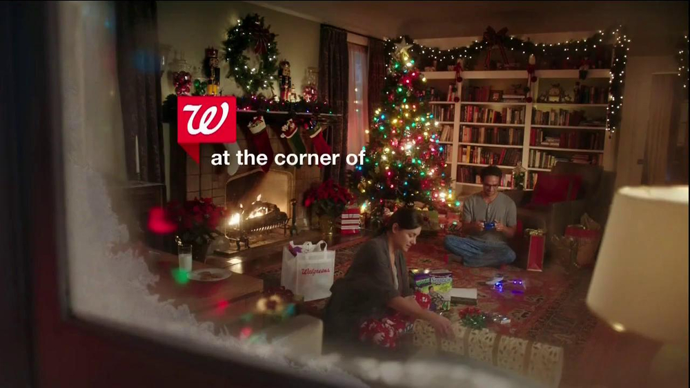 Walgreens TV Spot, 'Christmas RC Helicopter' - Screenshot 1