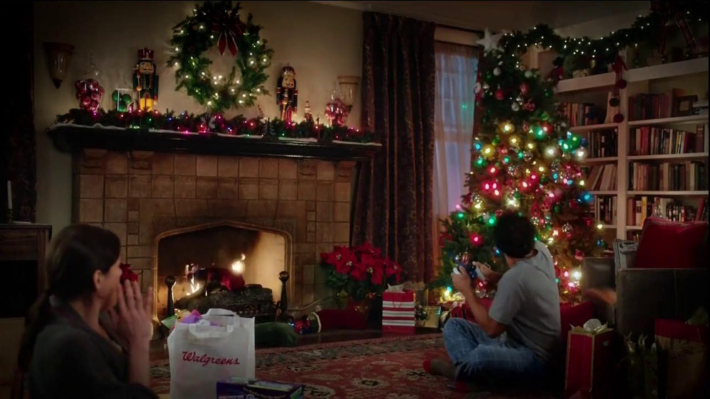 Walgreens TV Spot, 'Christmas RC Helicopter' - Screenshot 7