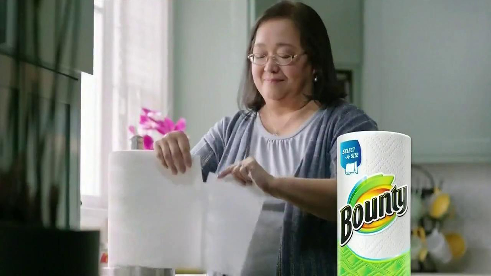 Bounty Select-A-Size TV Spot Featuring Julie Chu - Screenshot 6