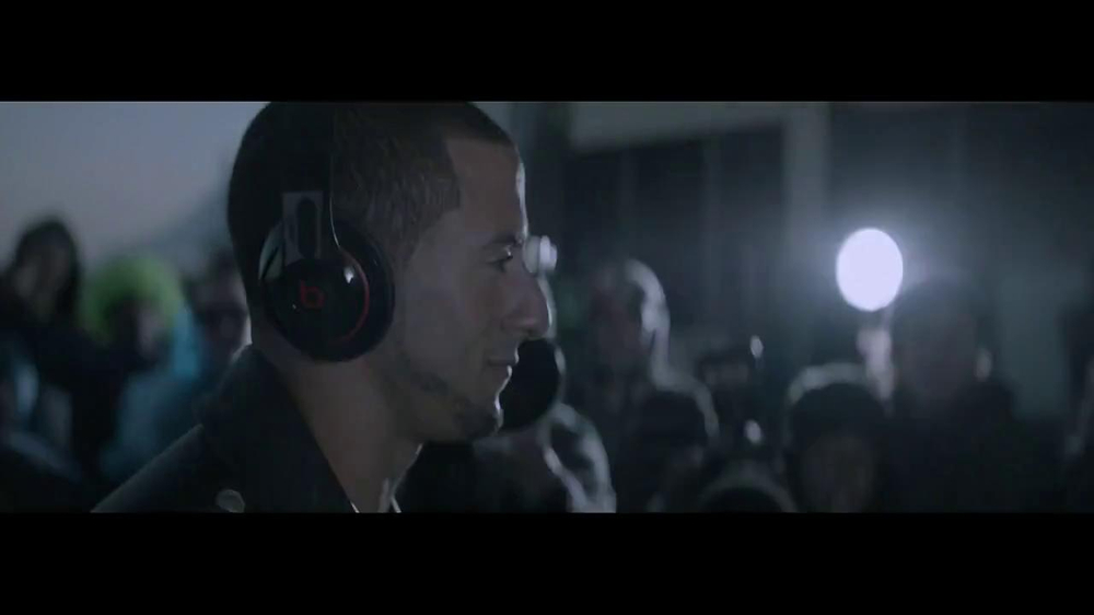 Beats Studio TV Spot Featuring Colin Kaepernick, Song by Aloe Blacc - Screenshot 8
