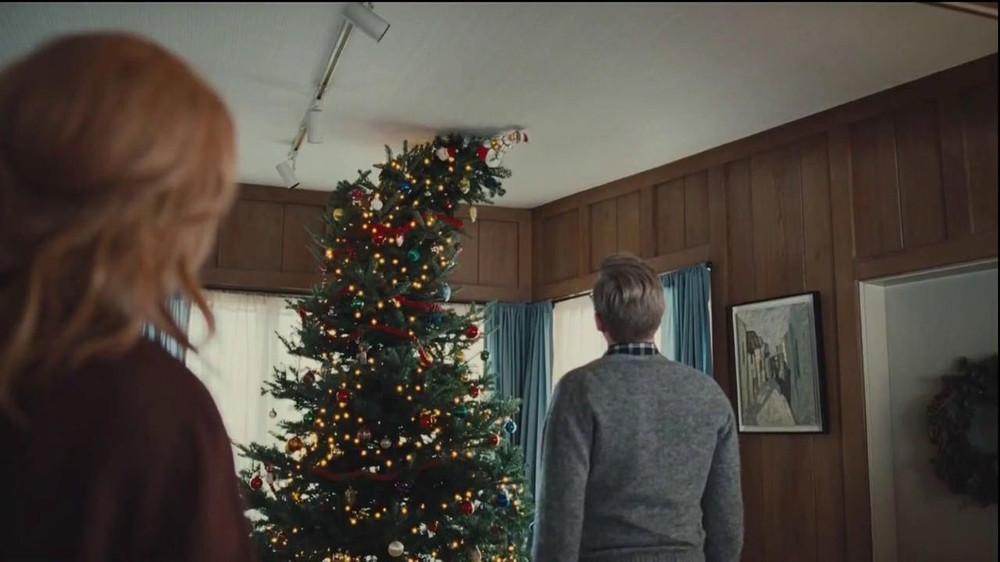 Netflix TV Spot, 'Holiday Tree Topper: The McDermott' - Screenshot 7