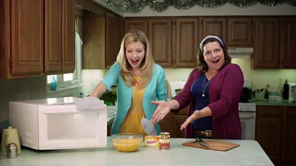 Velveeta and Ro-Tel Queso Dip TV Spot, 'Sharing' - Screenshot 10
