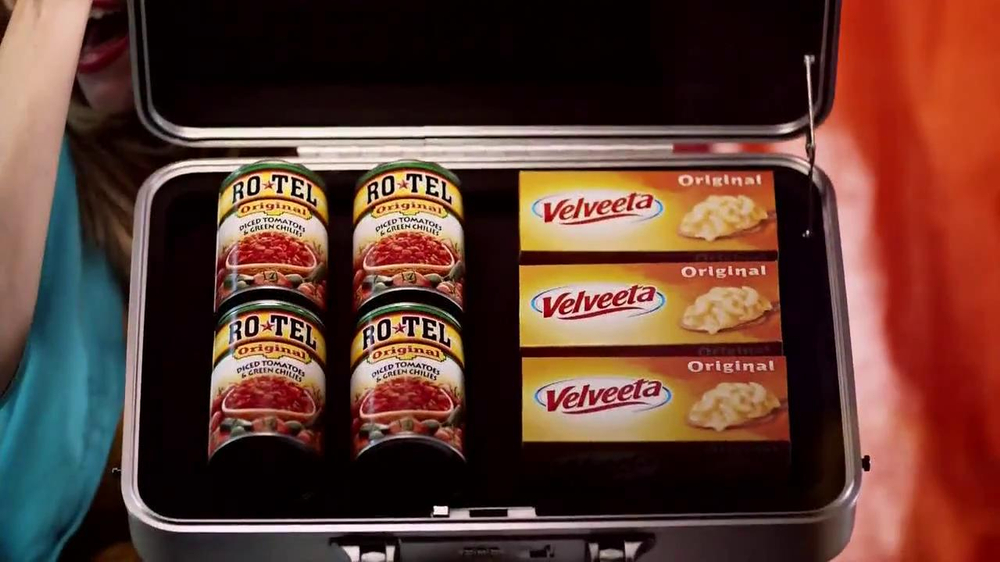Velveeta and Ro-Tel Queso Dip TV Spot, 'Sharing' - Screenshot 3