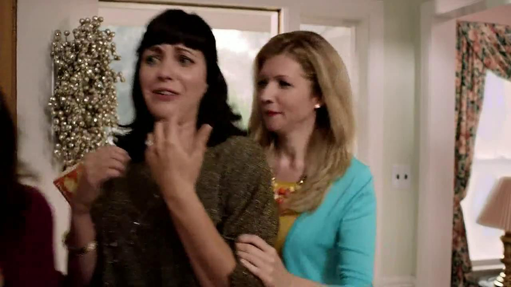 Velveeta and Ro-Tel Queso Dip TV Spot, 'Sharing' - Screenshot 7