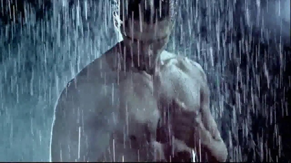 Versace EROS TV Spot, 'The New Fragrance for Men' - Screenshot 5