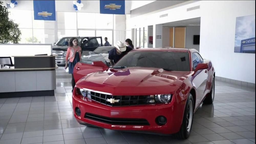 Chevrolet TV Commercial, 'Serenade' Featuring Brad Paisley