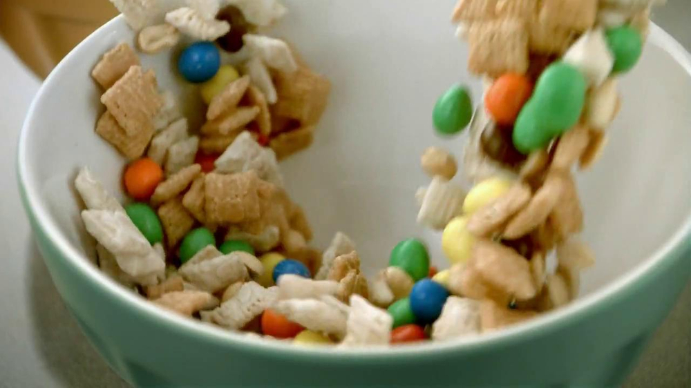 Chex Party Mix TV Spot, 'Christmas' - Screenshot 4