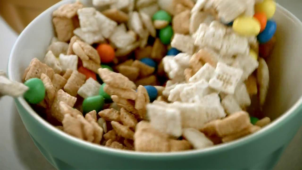 Chex Party Mix TV Spot, 'Christmas' - Screenshot 5