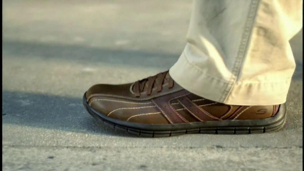 Skechers Relaxed Fit Shoes TV Spot, 'Relaxing' Featuring Joe Montana