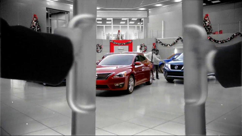 Nissan Season to Save TV Spot, 'Holiday Bonus Cash' - Screenshot 1