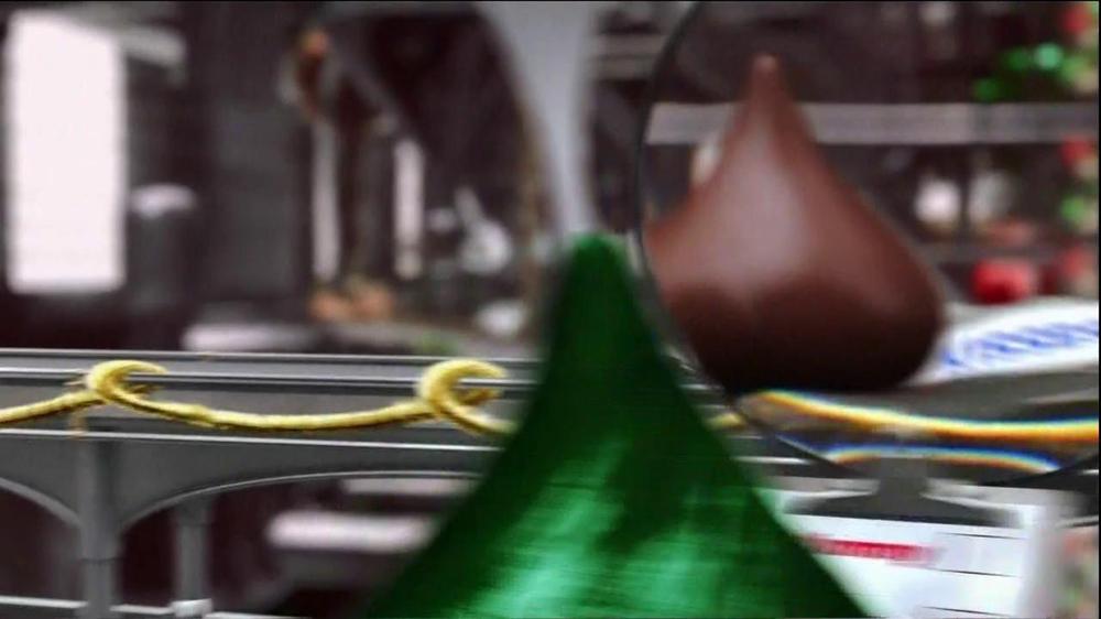 Hershey's Kisses TV Spot, 'Jingle Bells' - Screenshot 1